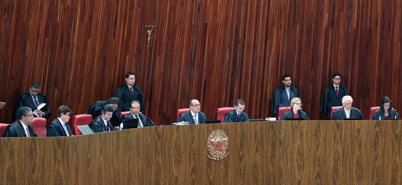 Julgamento da dupla Dilma/Temer acabou adiado.