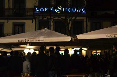 O emblemático café Piolho continua a ser a escolha de muitos portuenses. Foto: Inês Viana