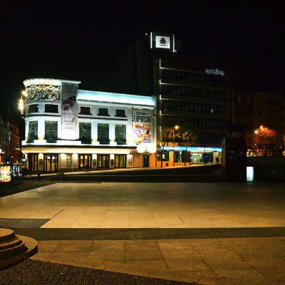 A Praça de D. João I, anfitriã de muitos adeptos em dias de jogo da seleção nacional, perdeu movimento. Foto: Mafalda Maria Rodrigues