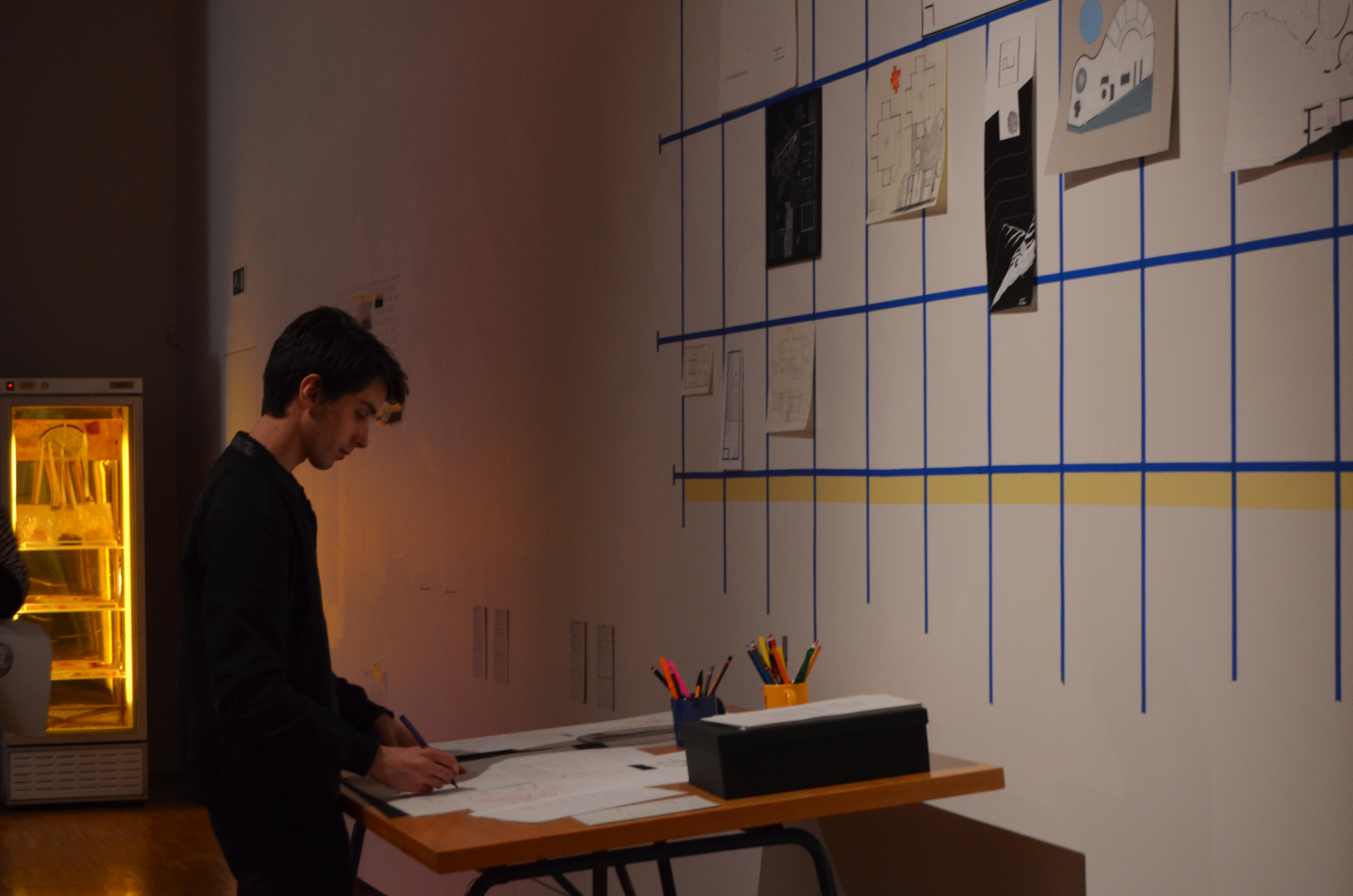 """""""To build a city"""" é a obra de Yona Friedman, que dá instrução para se desenhar uma casa de sonho. O aluno Jonathon Austin aceitou o desafio."""