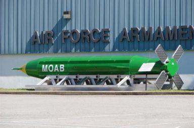 EUA lançaram a maior bomba nuclear de sempre no Afeganistão.