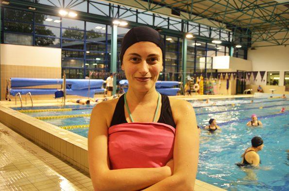 Bárbara Rocha, 34 anos, aluna de hidroginástica desde outubro de 2016. Foto: Beatriz Carneiro