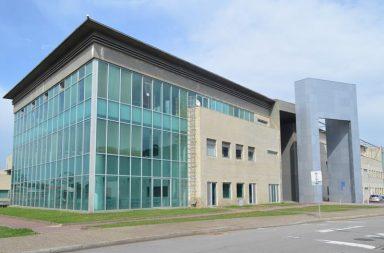 Fachada do edifício principal partilhado por ESMAD e ESHT