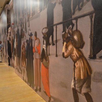 Uma reprodução aumentada da pintura da Rua Nova dos Mercadores serve de pano de fundo a toda a exposição, transportando os visitantes para dentro do quotidiano renascentista