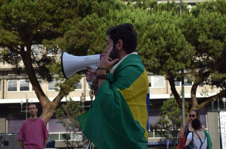 Manifestantes protestam em frente à Câmara Municipal do Porto