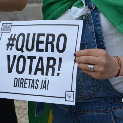 """Manifestação """"Diretas Já!"""" aconteceu esta quarta-feira em frente à Câmara Municipal do Porto."""
