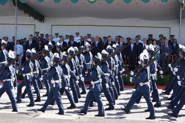 Durante o desfile, os militares fixavam o olhar na tribuna.