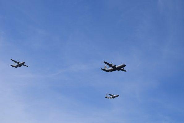 F-16 da Força Aérea sobrevoaram a praia do Molhe durante as celebrações.