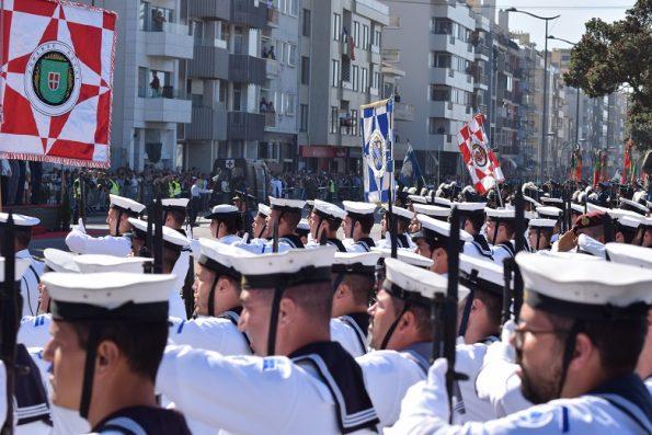 Os três ramos das Forças Armadas - Marinha, Exército e Força Aérea - encheram a Avenida do Brasil e a Avenida de Montevideu, na Foz do Porto.