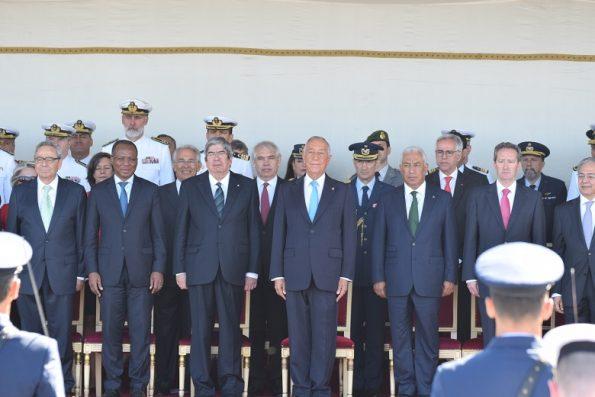 As mais ilustres figuras de estado marcaram presença nas cerimónias. Marcelo Rebelo de Sousa encontra-se ao centro, ladeado por Ferro Rodrigues (à esquerda do presidente da República) e António Costa (à direita).