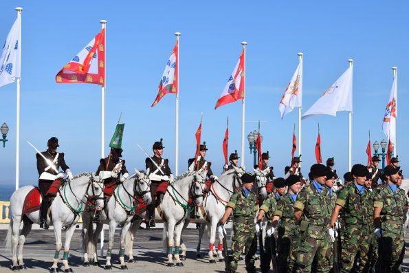 Forças apeadas e a cavalo, durante as cerimónias.