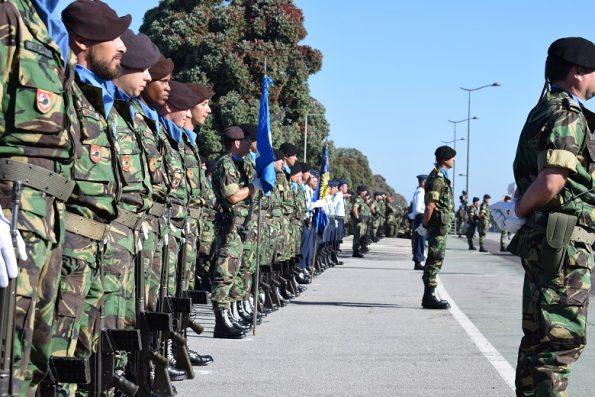 Militares do Exército, em formação.