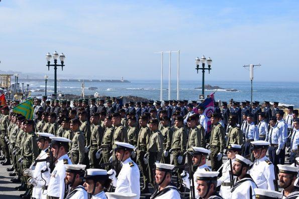 Estiveram representados os três ramos das Forças Armadas nas comemorações do Dia de Portugal, que em 2017 tiveram lugar no Porto, à beira-mar.