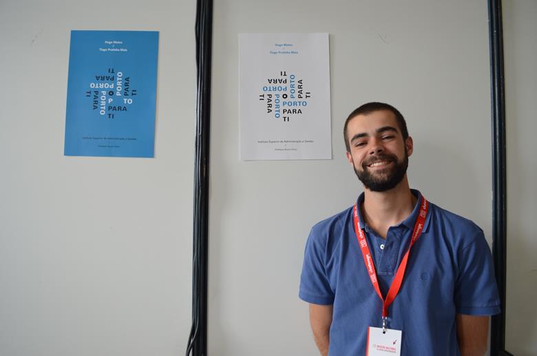 """Hugo Matos, do Instituto Superior de Administração e Gestão do Porto, está a desenvolver o """"OPorto para ti"""", uma app que ajuda os turistas com reservas e percursos mal cheguem à cidade."""