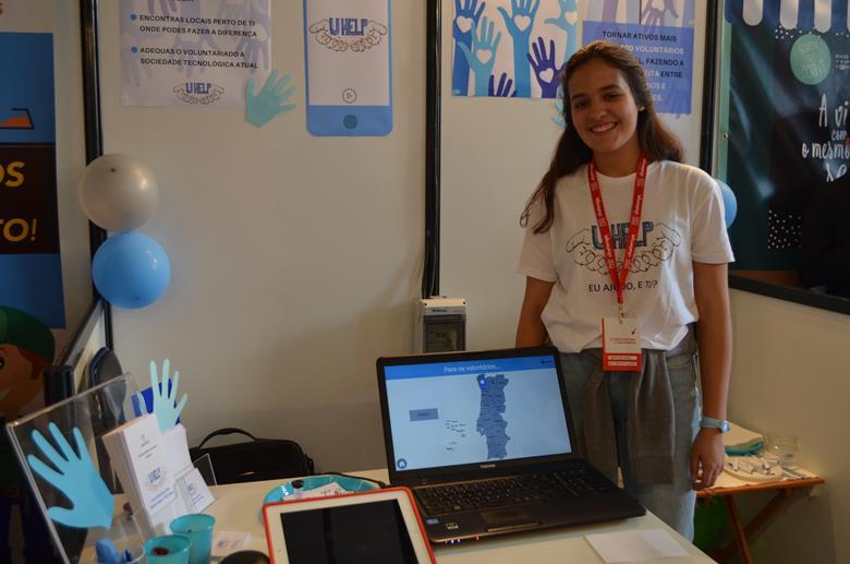 """Sofia Semedo está a desenvolver o """"UHelp"""" um site que junta voluntários e projetos de voluntariado numa única aplicação."""
