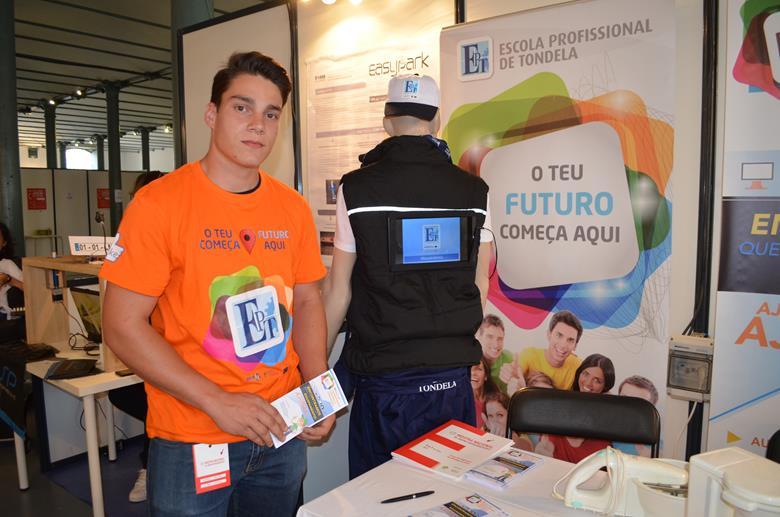 """Rafael Almeida é um dos representantes do projeto """"B3E - Banco de Equipamentos Elétricos e Eletrónicos"""", idealizado na Escola Profissional de Tondela."""