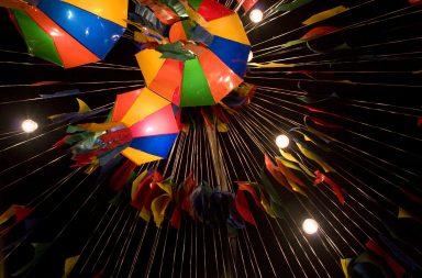 Durante a noite de São João costumam ser lançados milhares de balões para o céu.