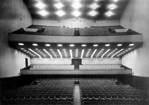 A sala principal tem plateia, tribuna e 2º Balcão. É lá que vai nascer a nova sala-estúdio.