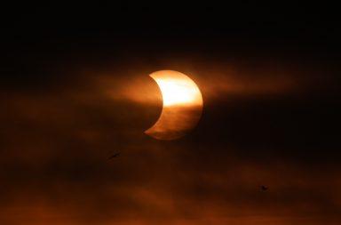 Eclipse solar só vai ser parcialmente visível em Portugal.