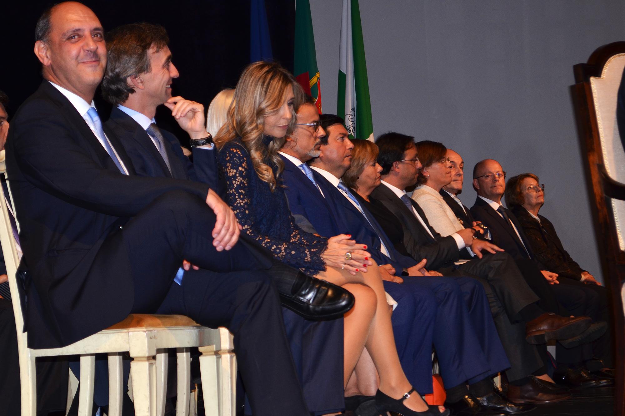 De Manuel Pizarro (à esq.) a Ilda Figueiredo (ao fundo), os novos vereadores tomaram posse.
