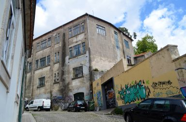 O antigo Colégio Almeida Garrett está em avançado estado de degradação.