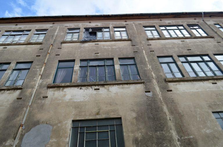 O antigo Colégio está visivelmente degradado.