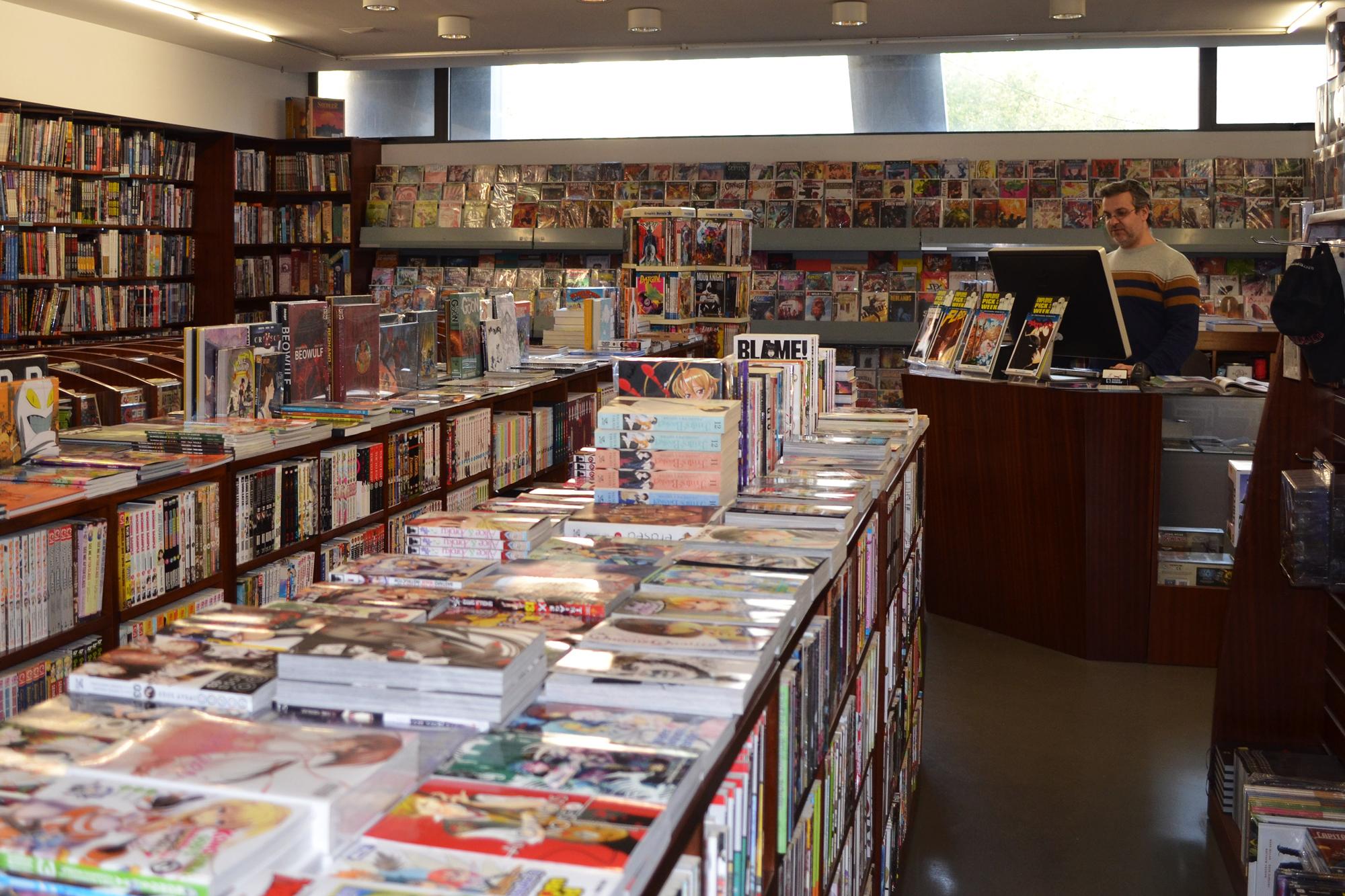 A livraria Mundo Fantasma é das únicas lojas em funcionamento no Centro Comercial Brasília