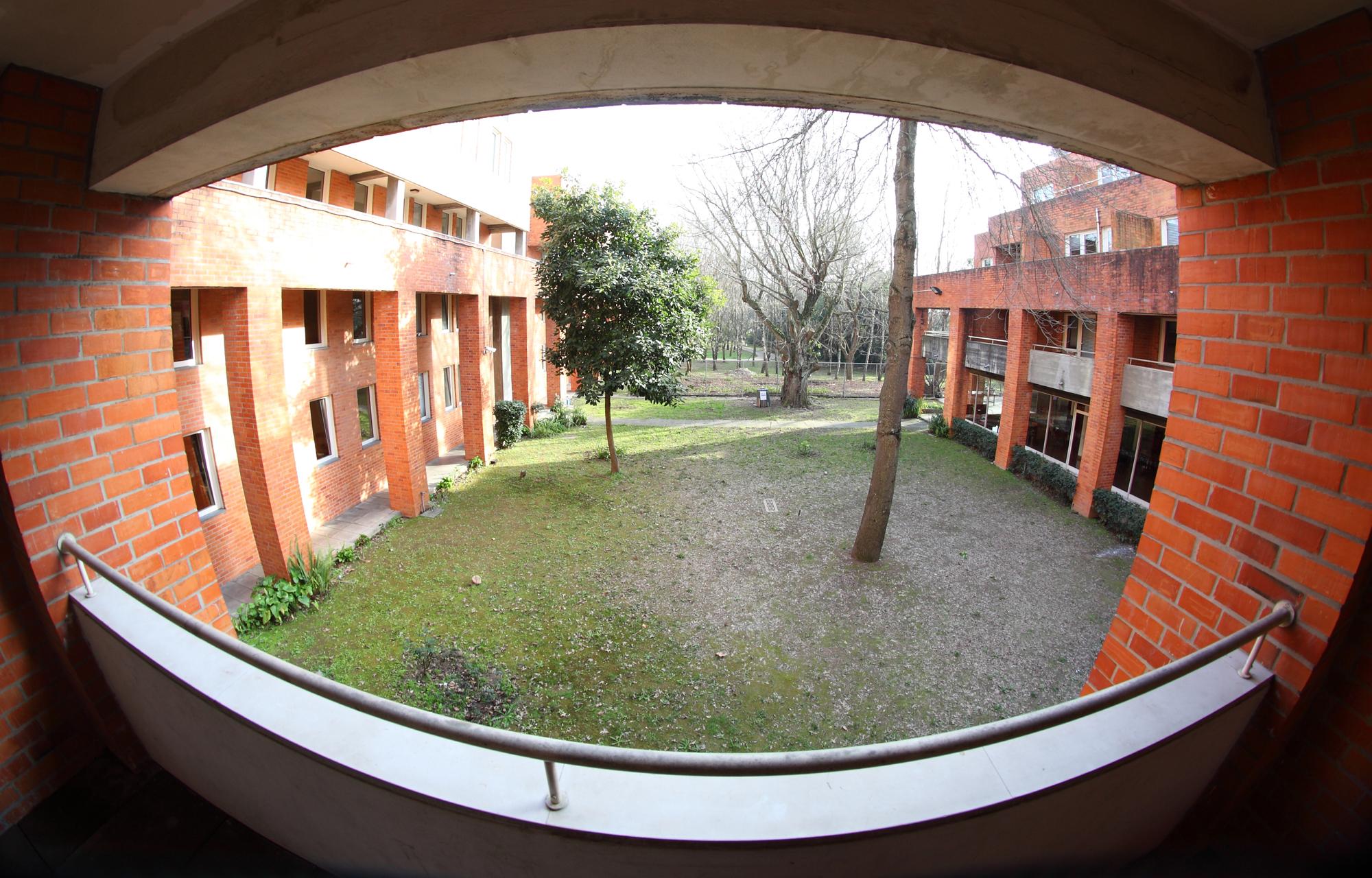 Vista do pátio interior da Residência do Campo Alegre I.