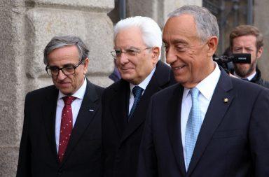 Marcelo Rebelo de Sousa e Sebastião Feyo de Azevedo receberam Sergio Mattarella à entrada da Reitoria.