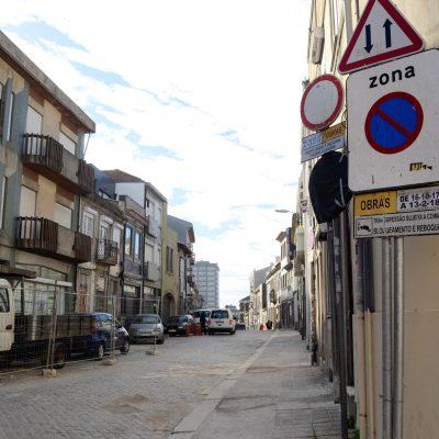 As obras na Rua do Bonjardim deviam ter terminado no dia 13 de fevereiro.