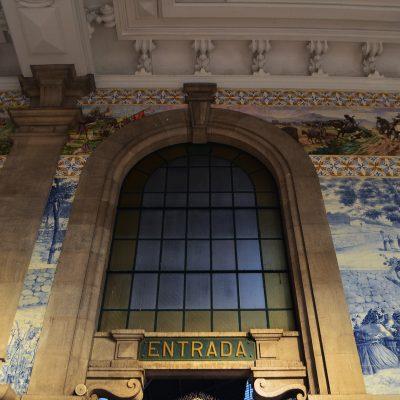 Os azulejos cobrem uma superfície de 551 metros quadrados.