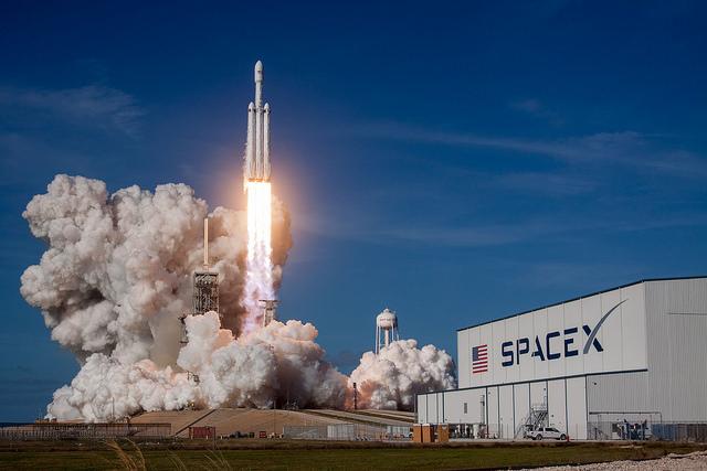 No quarta-feira (dia 6), a SpaceX lançou o foguetão Falcon Heavy, que deverá alcançar a órbita de Marte.