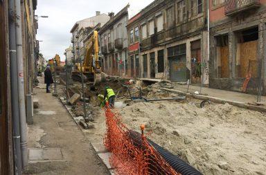 Rua do Bonjardim continua em obras.