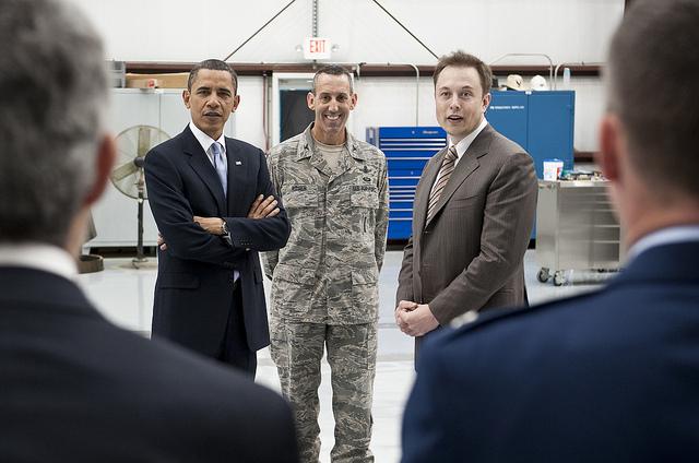 As companhias de Elon Musk trabalham em conjunto com a NASA no desenvolvimento de novas tecnologias.