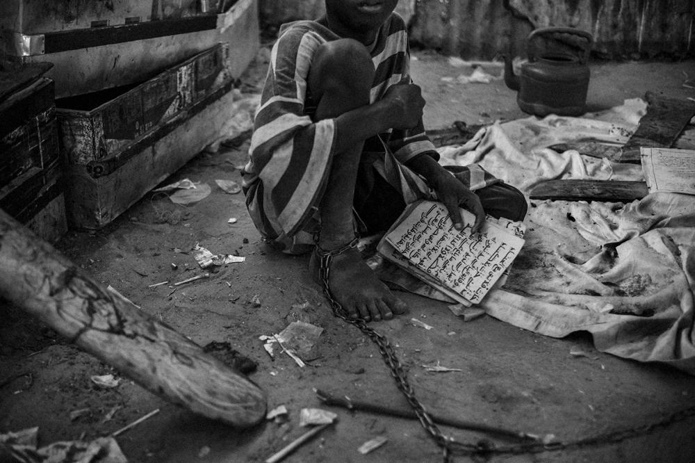 """O trabalho """"Talibes, Modern day slaves"""" deu o prémio de """"Temas Contemporâneos"""" do World Press Photo a Mário Cruz em 2016"""