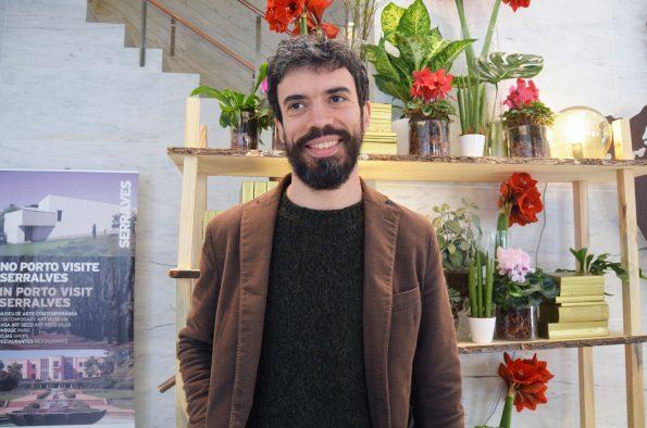 """O mais recente romance de João Tordo chama-se """"Ensina-me a Voar sobre os Telhados"""" e vai para as bancas em março. Foto: Catarina Vasconcelos"""