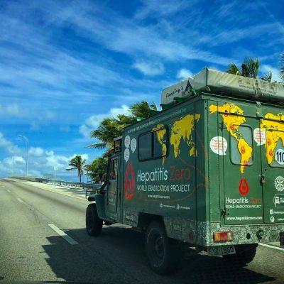 """A toyota """"carona"""" foi adaptada para percorrer 180 mil quilómetros. Além de um carro, é uma casa para Fred Mesquita, com cama, casa de banho, cozinha."""
