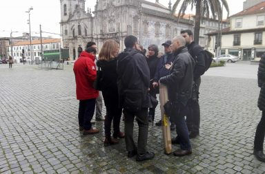 Onze professores da Universidade do Porto manifestaram-se em frente à Reitoria.