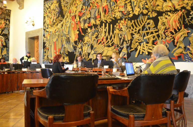 """O apoio à Cultura dado pela DGArtes, a contratação de reboques e o reforço das verbas para o """"Porto Solidário"""" foram temas debatidos na reunião de Câmara desta quarta-feira."""