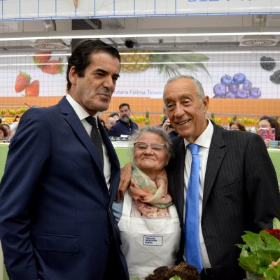 O presidente da República e o autarca do Porto tiraram fotografias com os comerciantes.