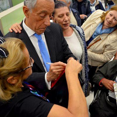 Houve quem pedisse a Marcelo Rebelo de Sousa que assinasse as fitas académicas.