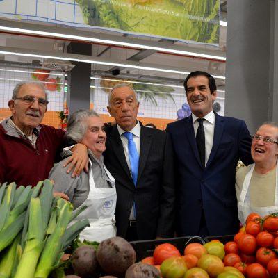 Marcelo Rebelo de Sousa e Rui Moreira marcaram presença na inauguração do Mercado Temporário do Bolhão.