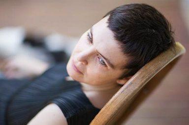 Adriana Calcanhotto reside agora em Portugal.