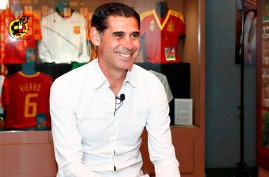 Fernando Hierro foi capitão do Real Madrid (onde jogou 15 anos) e da seleção espanhola.