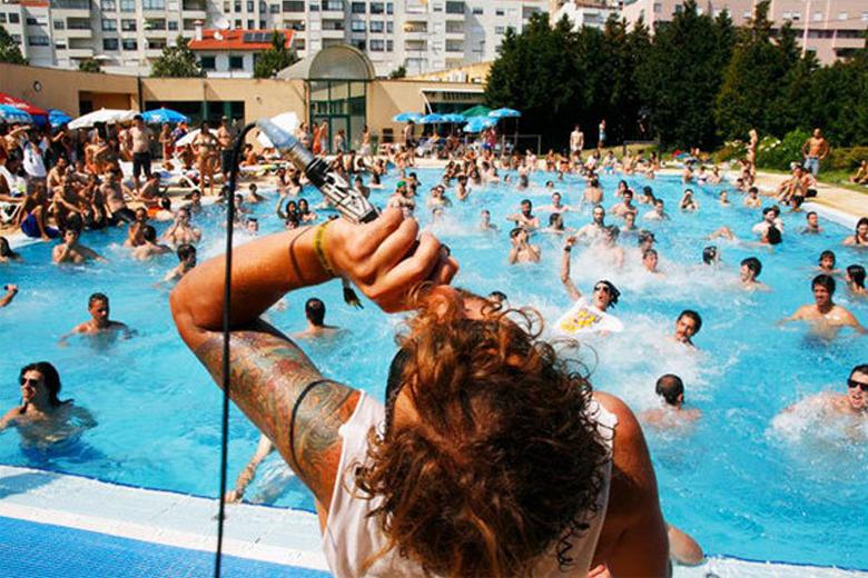 O palco da piscina é imagem de marca do Milhões de Festa.