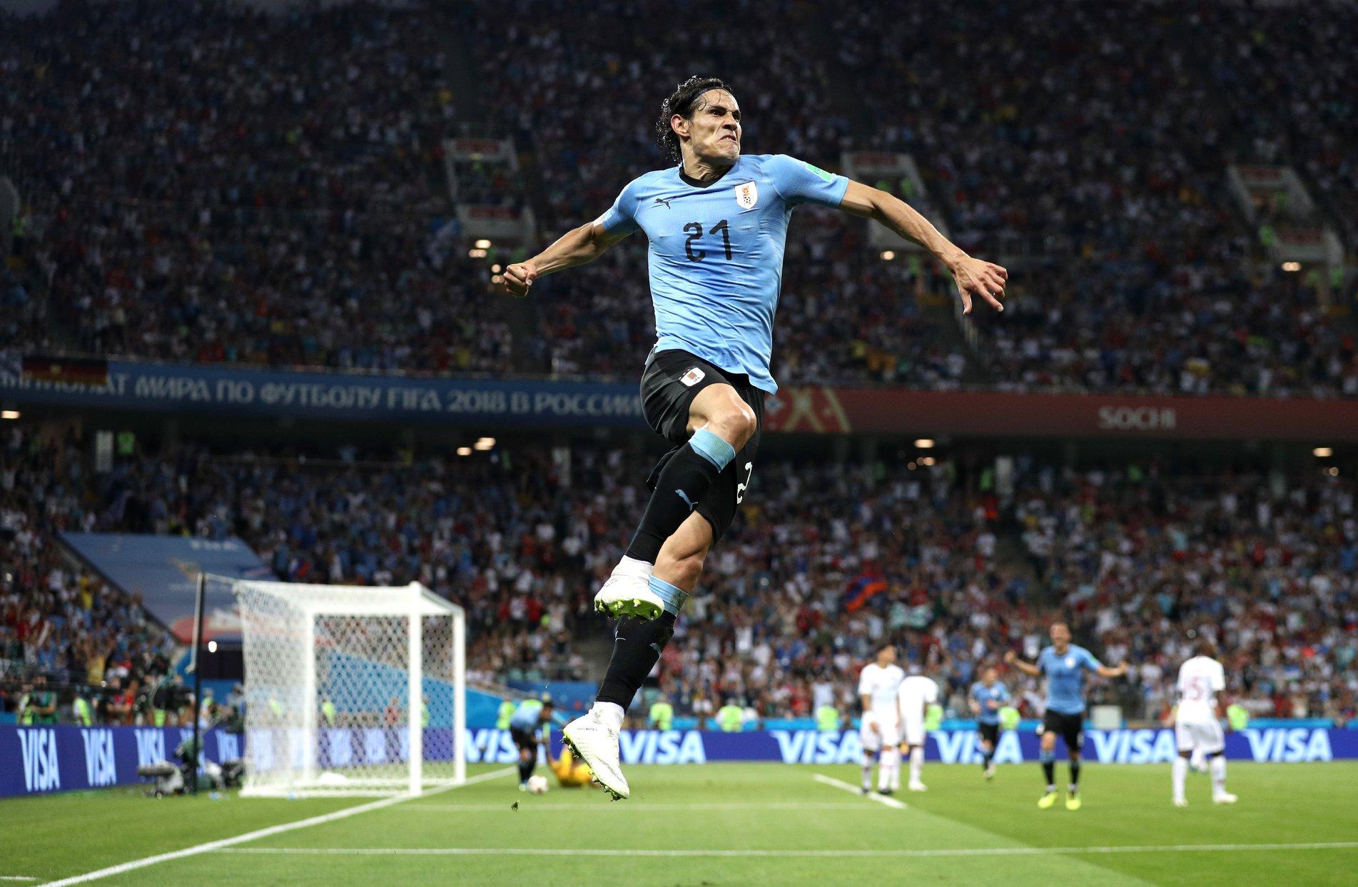 Edinson Cavani bem festejou frente a Portugal, mas a lesão que o obrigou a sair do jogo pode impedi-lo de jogar contra a França.