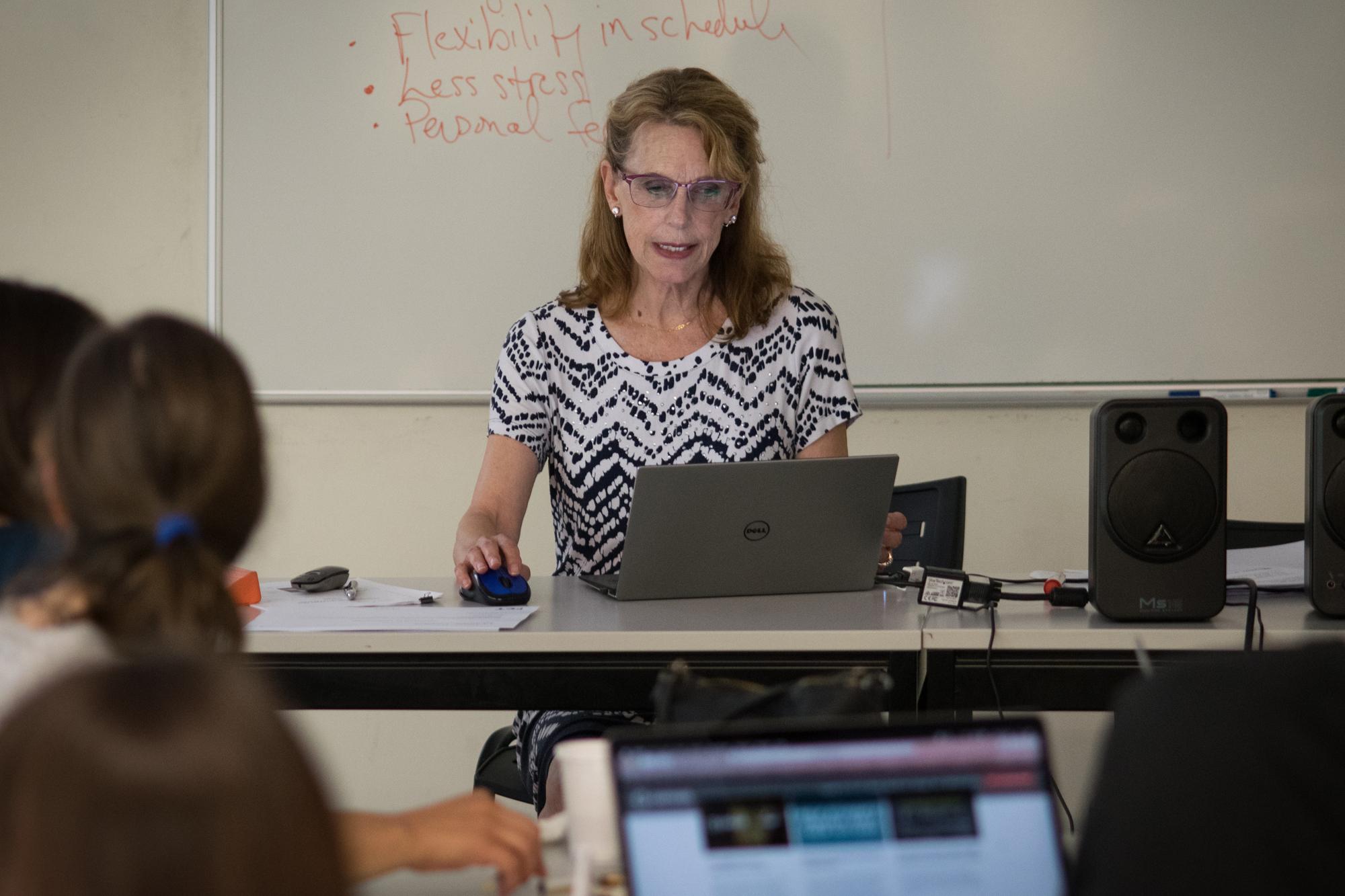 "Hillary Hart deu um workshop na UP com o tema ""Adopting Digital Media for Learning"""