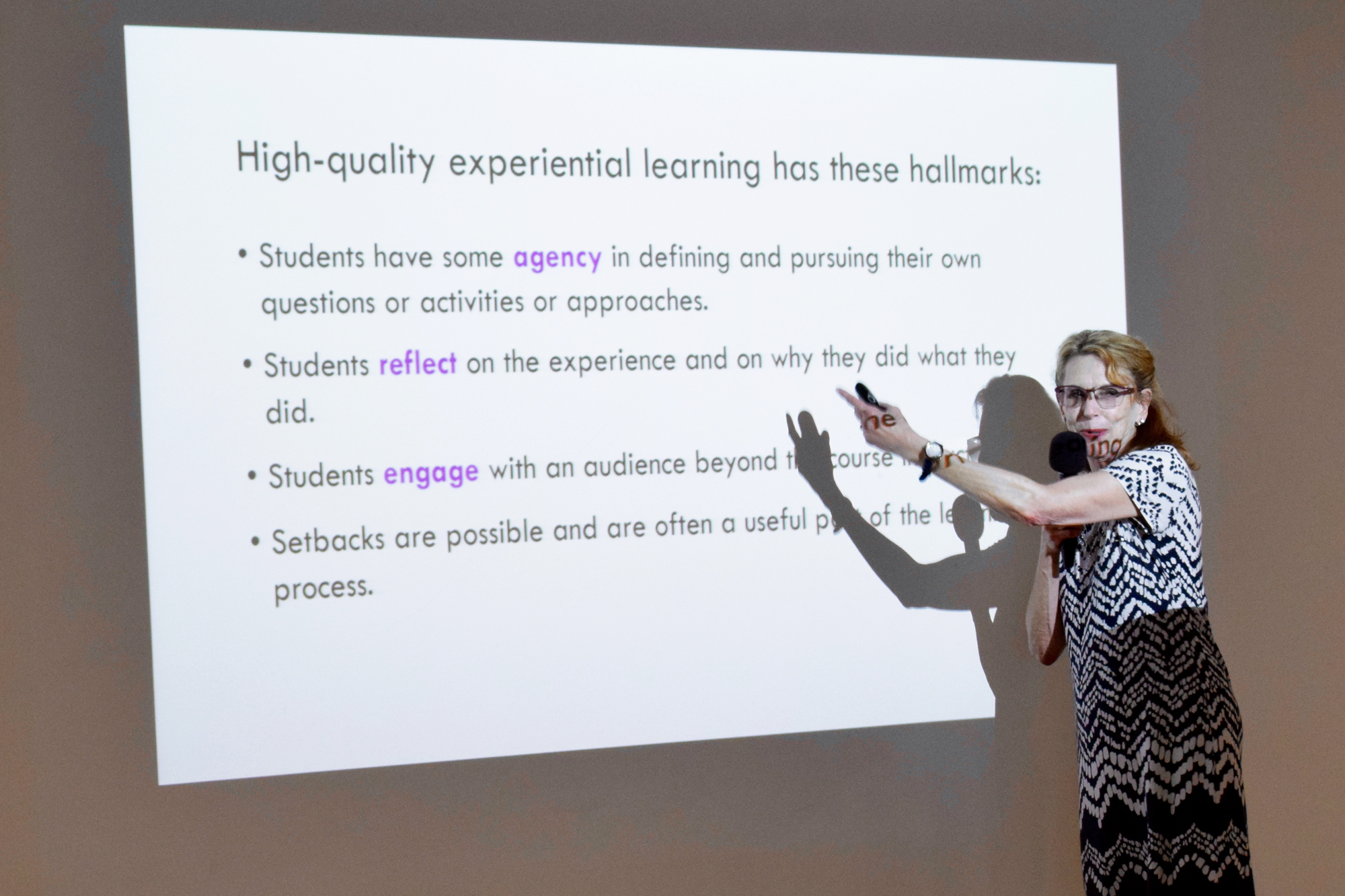 "Hillary Hart na palestra ""Pedagogical Support for Digital Media Learning""."