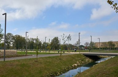 A Ribeira da Asprela atravessa várias faculdades no Polo Universitário.