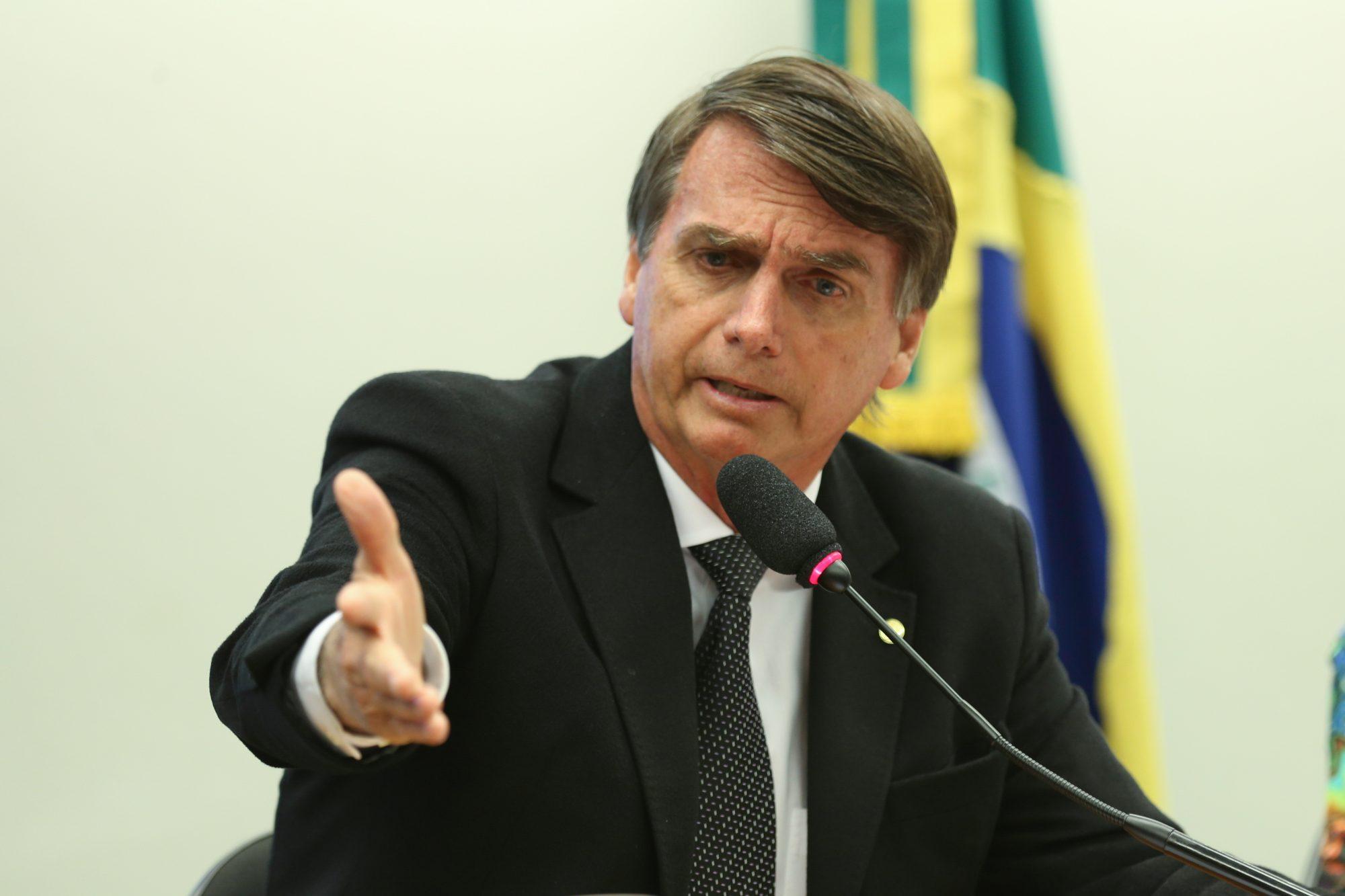 Jair Bolsonaro lidera sondagens.